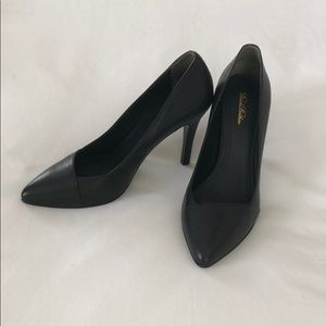Like NEW! Brooks Brothers black leather pumps